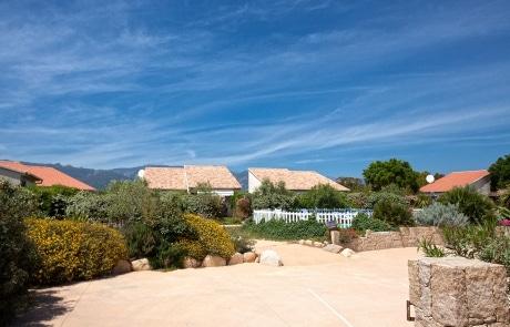 Location de vacances en Corse, l'entrée de la Résidence Agula Mora, à Lecci près de Porto Vecchio